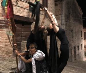 attrici che interpretano i mazzamurelli a Sarnano